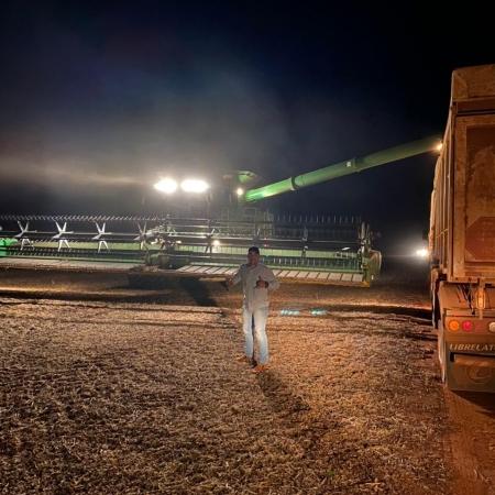 Colheita noturna de soja na Fazenda Itaipú no município de São José do Rio Claro (MT) - Deivid Rozendo