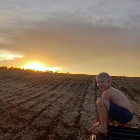 Por do sol em Maripá (PR) com o pequeno Christian - Delci Lange