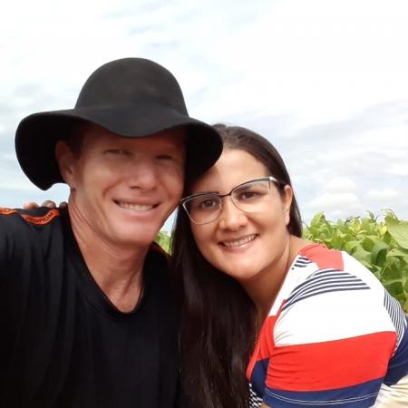 Os agricultores Moises e Tatiana em meio a soja da Fazenda Arapuá, na região do Matopiba em Aparecida do Rio Negro (TO) - Moises Tonett
