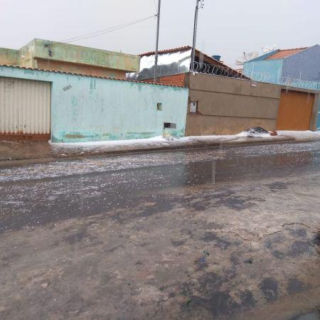 Chuva de granizo em Passos (MG) - Foto: Darlan Júnior Silva / Reprodução Redes Sociais