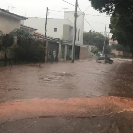 Danos após forte chuva na cidade de Santa Rosa da Serra (MG) - Foto: Newton Cardoso Jr. Reprodução/Redes Sociais
