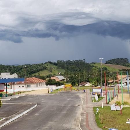 Chuva e chuva de granizo em lages SC. Envio de Paulo Adamek