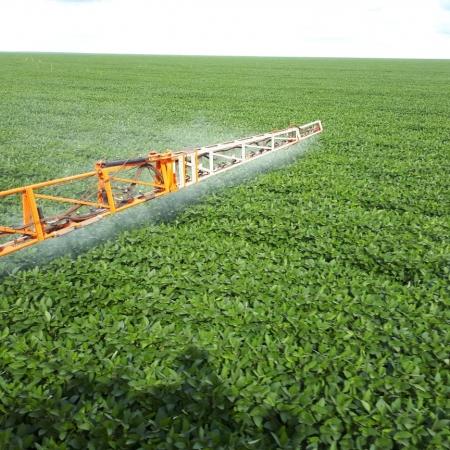 Aplicação de Fungicida na Fazenda Testa Branca em Formosa do Rio Preto (BA). Envio do proprietário José Golin