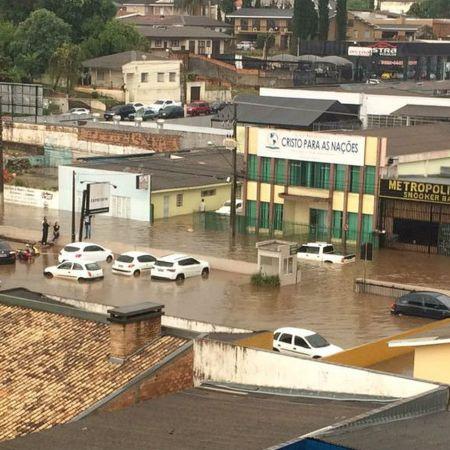 Chuva deixa ruas de Guarapuava (PR) alagadas - Foto: Maria Rosa/Arquivo pessoal