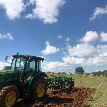 Começando a reforma da pastagem em Piracanjuba-GO. Foto: Rogério G Cardoso