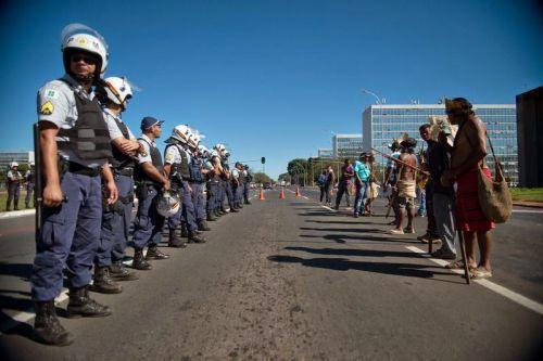Polícia e Indígenas