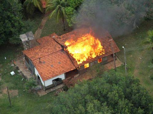 Sede da Fazenda Buriti incendiada