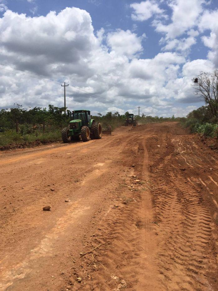 Imagem do dia - Produtores consertam BR 324, que liga os estados do Maranhão ao Piauí. Envio do agricultor Valério Mattei