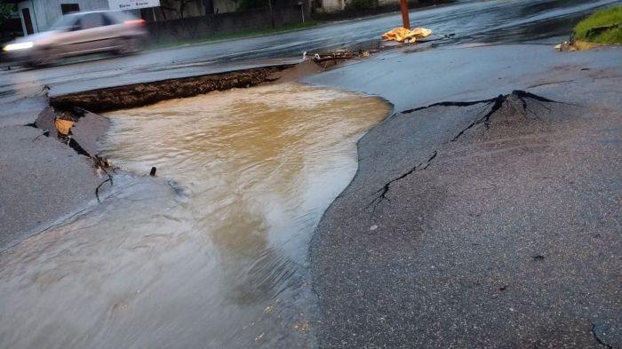 Chuva causa alagamentos e estragos na Grande Florianópolis (SC) - Foto: Foto: Gregori Flauzino/NSC TV