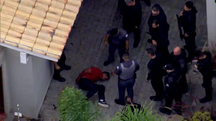 Policiais rendem dupla que tentou assaltar delegado da Polícia Federal (Foto: Reprodução/TV Globo)