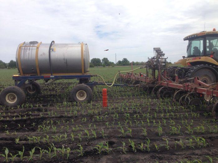 Aplicação de nitrogênio no milho na fazenda de Bill Voyles, em Sullivan, IL - EUA 2016