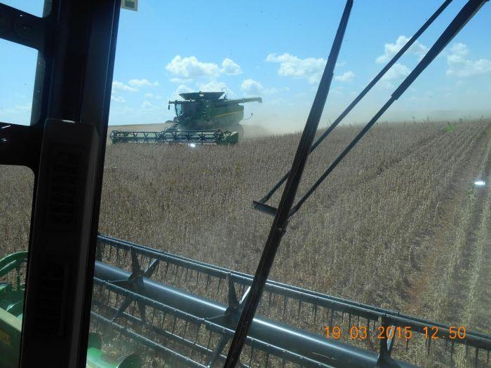 Imagem do dia - Colheita da soja em Capão do Cipó (RS). Envio de João Marcos da Silva