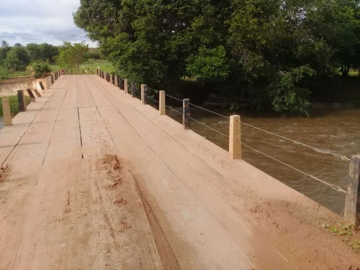 Rio Arrojado, na estrada que liga Correntina - Jaborandi/BA