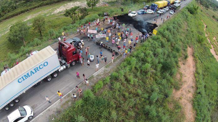 Protestos - Trevo da cidade de Posse (GO), envio de Fabricio Bernardi