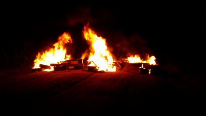 Imagem do dia - Greve MT - Bloqueio em Lucas do Rio Verde na BR-163 iniciou à meia-noite. Foto Ademir Zanesco