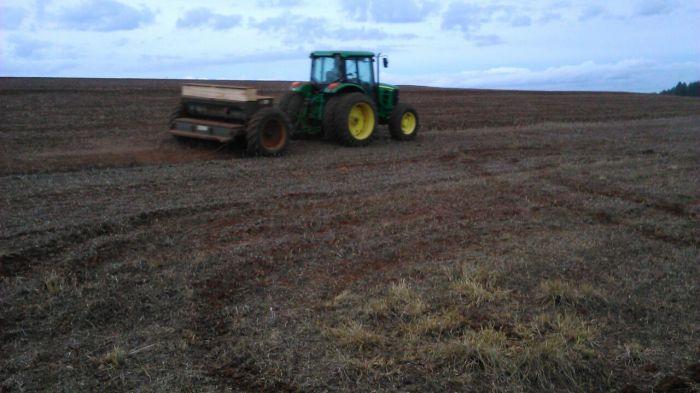 Imagem do Dia - Plantio de trigo em Três Barras (PR), do produtor Fabiano de Souza. Envio do Engenheiro Agrônomo Rafael Managó