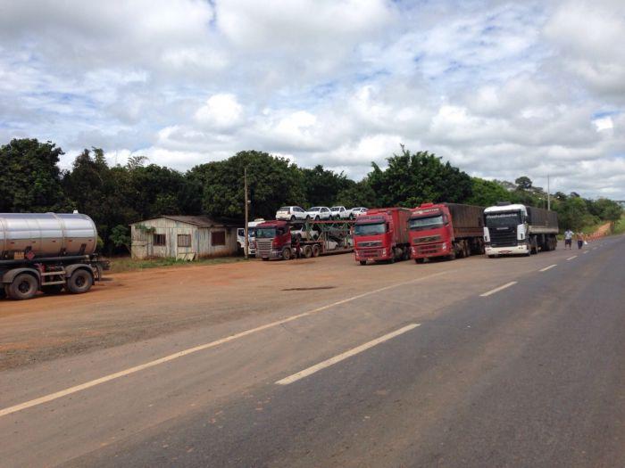 Imagem do Dia - Greve dos caminhoneiros em Lucas do Rio Verde (MT), envio de Wanderlei Dias Guerra