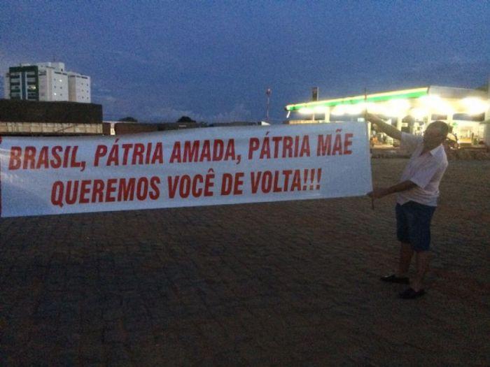 Imagem do dia - Greve MT - Caminhoneiros se mobilizavam para fechar a BR-163 em Lucas do Rio Verde logo após o governo anunciar que não regulamentaria a tabela do frete. Foto Junior Boscoli