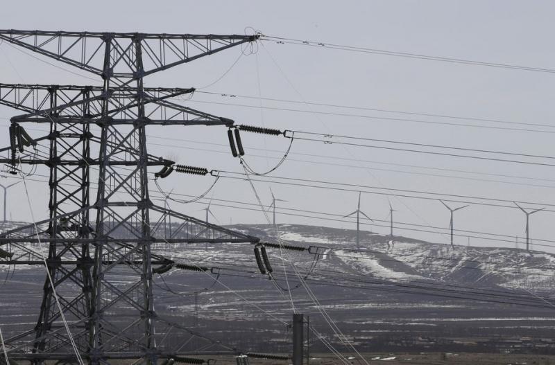 Linhas de energia e turbinas eólicas - Foto Reuters